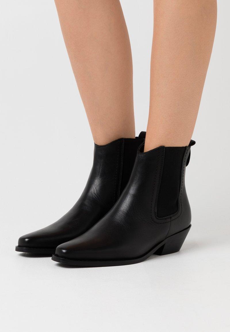 Vero Moda - VMSTEPH BOOT - Kovbojské/motorkářské boty - black