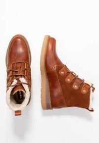 Vero Moda - VMANE - Šněrovací kotníkové boty - cognac - 3