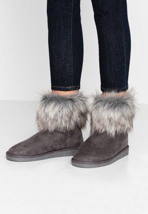 VMKENNALO BOOT - Kotníkové boty - frost gray