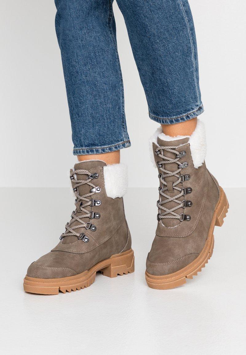 Vero Moda - VMAINA BOOT - Snørestøvletter - brown