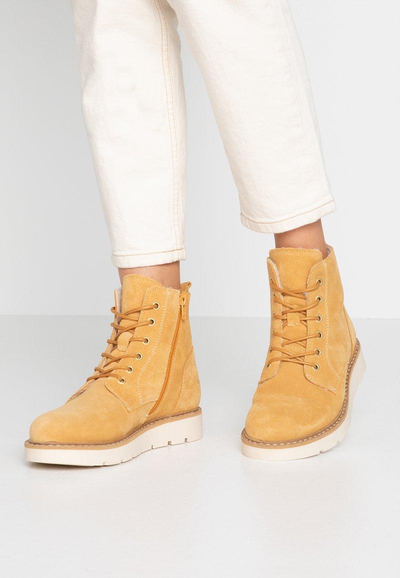 Vero Moda - VMRIA BOOT - Schnürstiefelette - amber gold