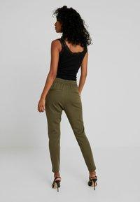 Vero Moda - VMEVA LOOSE STRING PANTS - Tracksuit bottoms - ivy green - 3