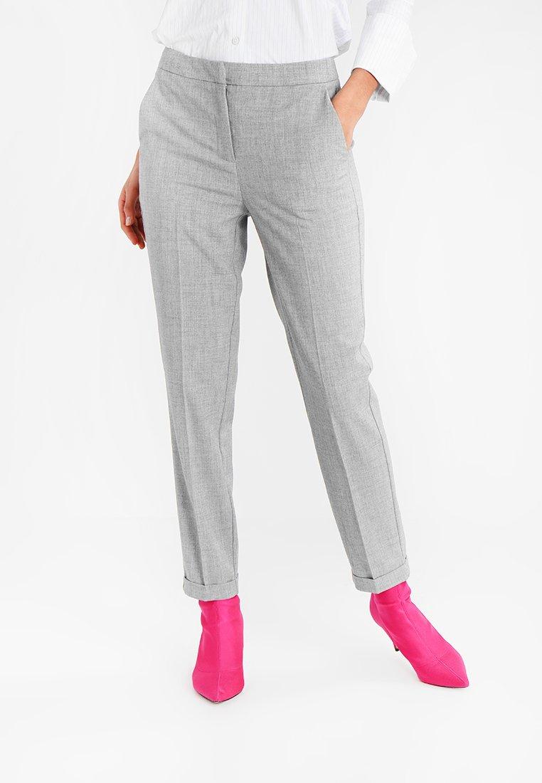 Vero Moda - VMOLIVIA SELMA  ANCLE PANT - Trousers - light grey melange