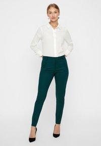 Vero Moda - Trousers - ponderosa pine - 1