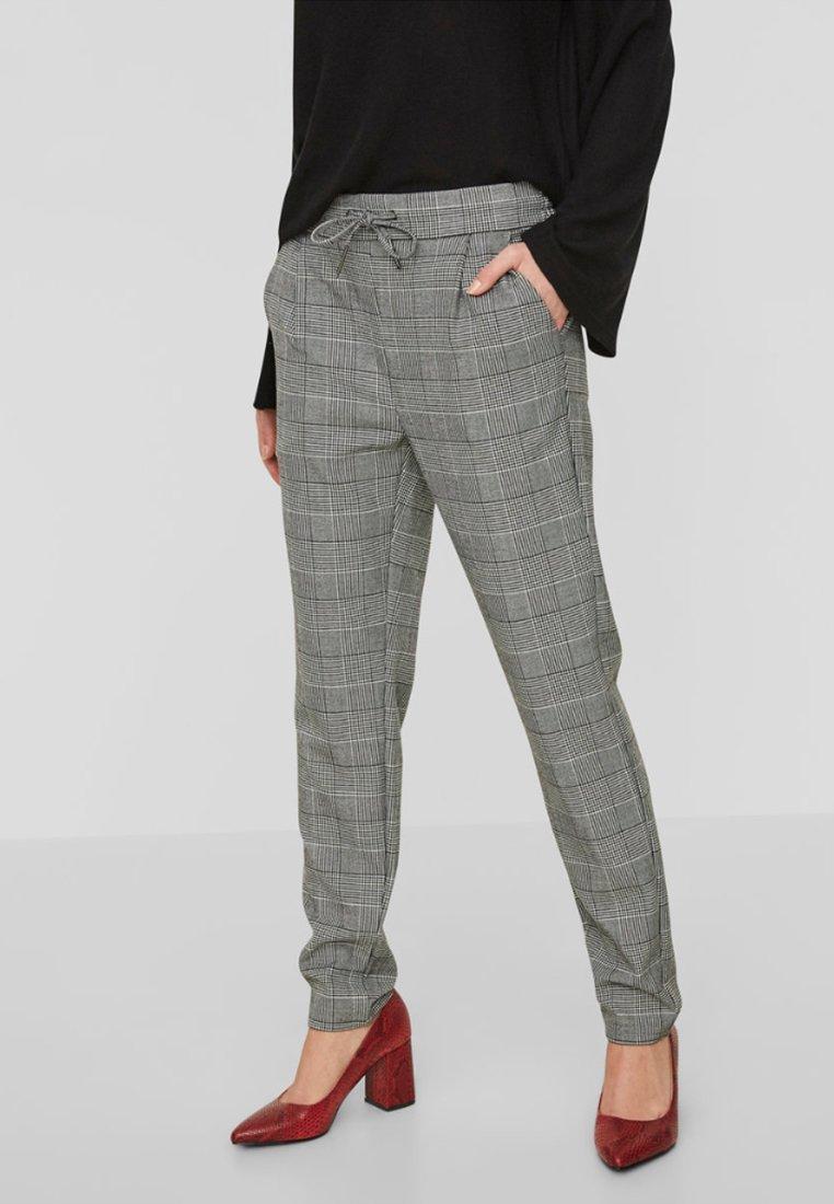 Vero Moda - CHEQUERED - Trousers - grey