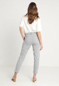 Vero Moda - VMMAYA - Trousers - light grey melange - 2