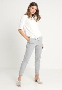 Vero Moda - VMMAYA - Trousers - light grey melange - 1