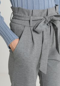 Vero Moda - VMEVA LOOSE PAPERBAG PANT - Broek - medium grey - 3