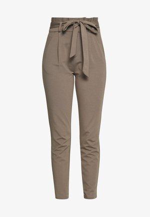 VMEVA PAPERBAG PANT - Teplákové kalhoty - bungee cord