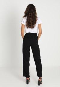 Vero Moda - VMDYLAN PANT - Kalhoty - black - 2