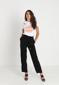 Vero Moda - VMDYLAN PANT - Kalhoty - black - 1