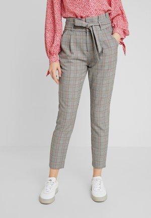 VMEVA PAPERBAG CHECK PANT - Trousers - grey/brown/rust