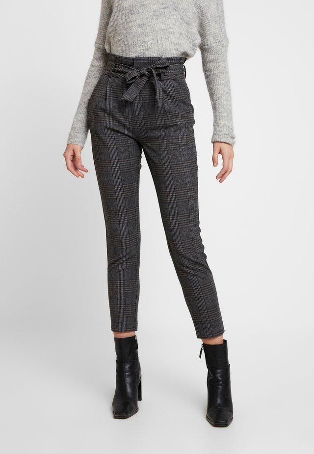 VMEVA PAPERBAG CHECK PANT - Tygbyxor - dark grey melange/grey/brown