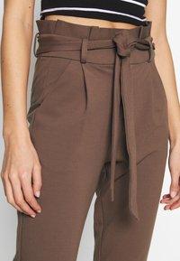 Vero Moda - PAPERBAG - Pantalon classique - marron - 4
