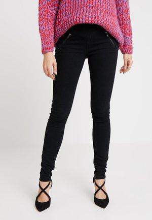 VMHOT EMMA ZIPPER PANT - Vaqueros pitillo - black
