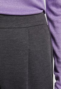 Vero Moda - VMANCHOR KELLY PANT - Trousers - dark grey melange - 4