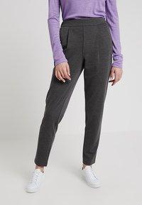 Vero Moda - VMANCHOR KELLY PANT - Trousers - dark grey melange - 0