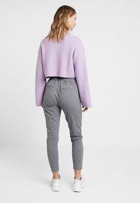 Vero Moda - VMEVA - Pantalones deportivos - medium grey melange - 2