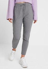 Vero Moda - VMEVA - Pantalones deportivos - medium grey melange - 0