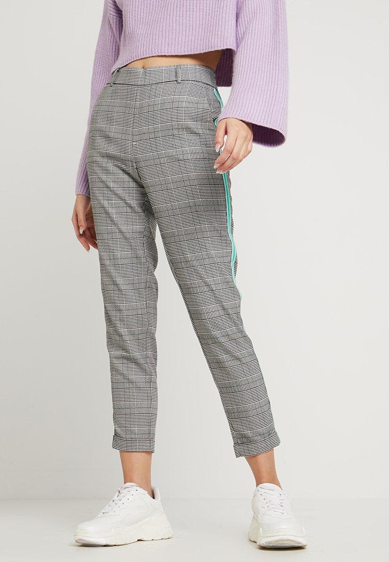Vero Moda - VMMAYA LOOSE CHECK PANEL PANT - Pantalon classique - mottled grey