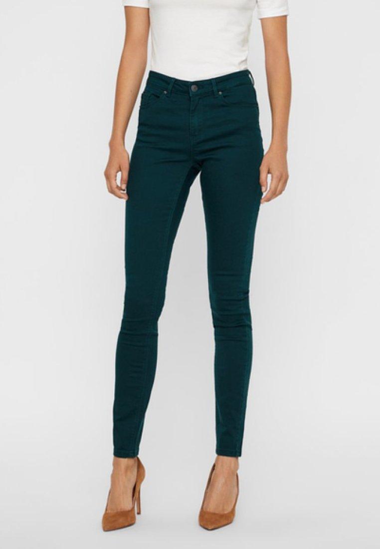 Vero Moda - VMHOT - Jeans Slim Fit - ponderosa pine