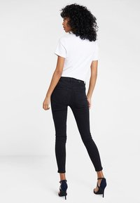 Vero Moda - VMHOT SEVEN ANKLE ZIP PANTS - Jeans Skinny Fit - black - 2