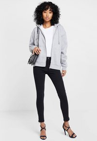 Vero Moda - VMHOT SEVEN ANKLE ZIP PANTS - Jeans Skinny Fit - black - 1