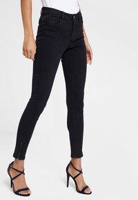 Vero Moda - VMHOT SEVEN ANKLE ZIP PANTS - Jeans Skinny Fit - black - 0