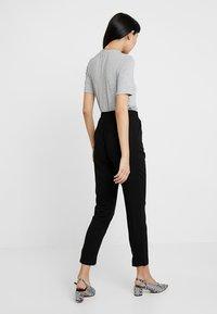 Vero Moda - VMSIMPLY EASY PANT - Pantaloni - black/solid - 2