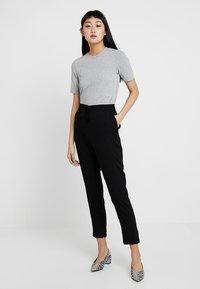 Vero Moda - VMSIMPLY EASY PANT - Pantaloni - black/solid - 1