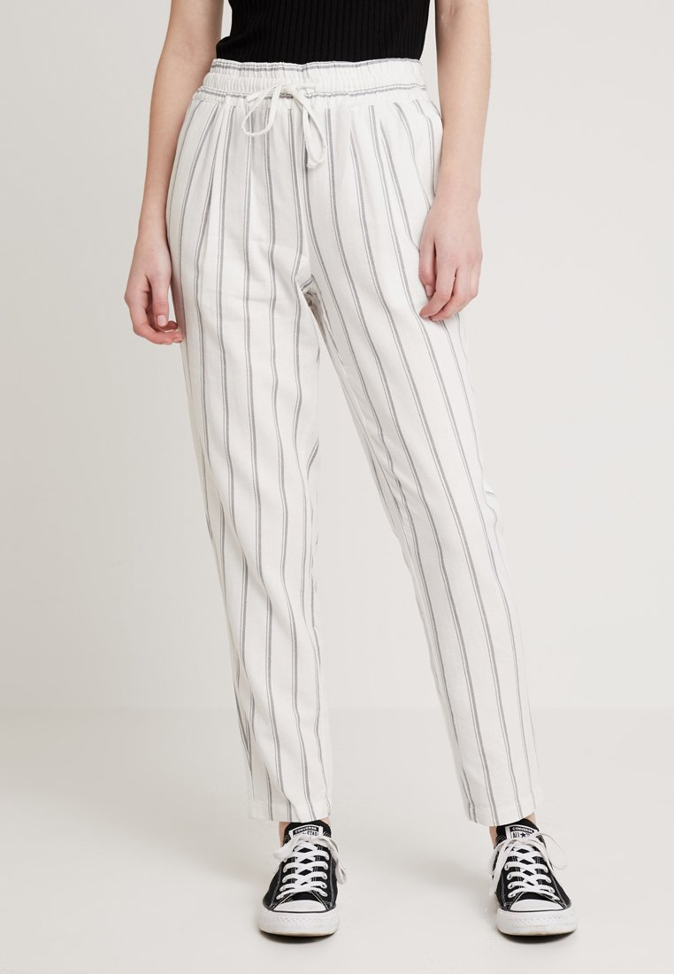 Vero Moda - VMANNA MILO CITRUS PANT - Pantaloni - snow white/night sky