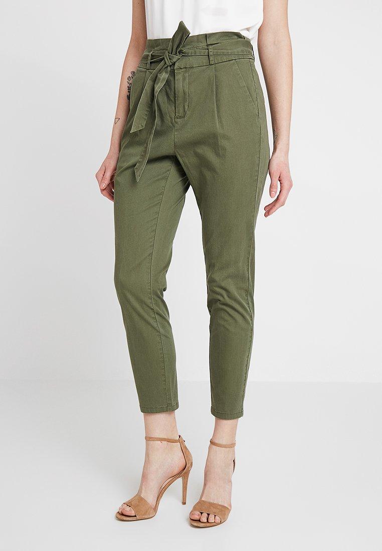 Vero Moda - VMEVA LOOSE PAPERBAG PANT - Stoffhose - ivy green