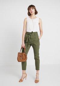 Vero Moda - VMEVA  - Bukse - ivy green - 1