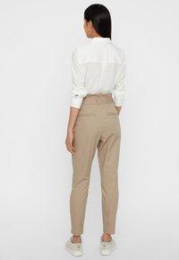 Vero Moda - VMEVA  - Pantalon classique - bronze - 2