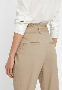 Vero Moda - VMEVA  - Pantalon classique - bronze - 3