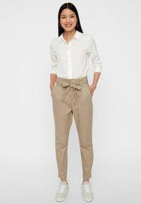 Vero Moda - VMEVA  - Pantalon classique - bronze - 1