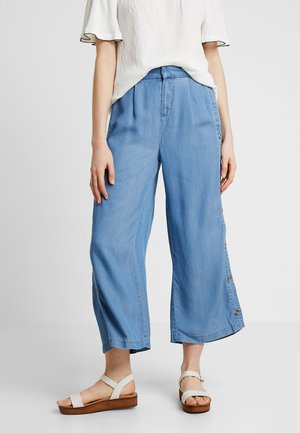 VMMIA BUTTON SUMMER CULOTTE - Kalhoty - light blue denim