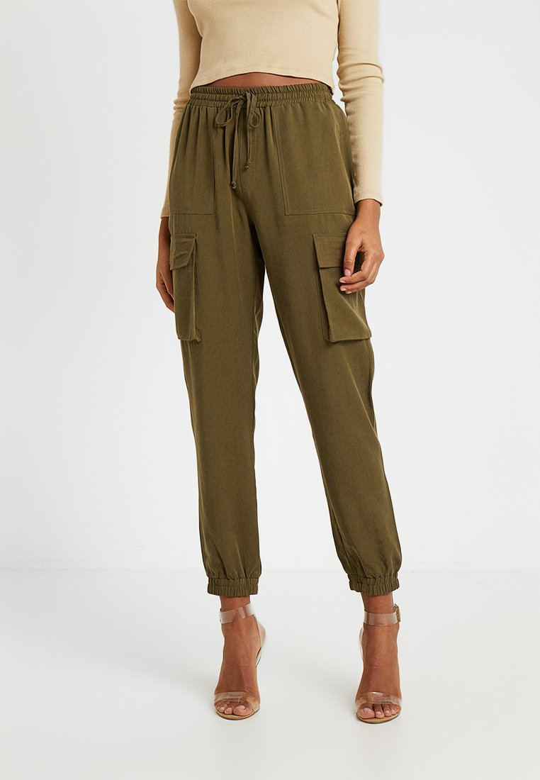 Vero Moda - VMSIERRA CARGO PANT - Trousers - ivy green