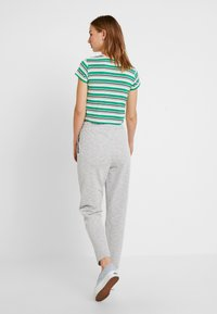 Vero Moda - VMDATCA BUCKET PANTS - Pantaloni sportivi - medium grey melange - 3