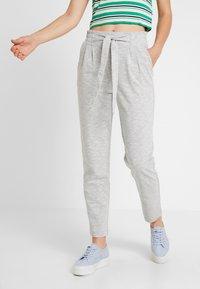 Vero Moda - VMDATCA BUCKET PANTS - Pantaloni sportivi - medium grey melange - 0