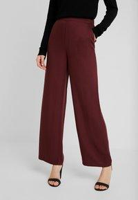 Vero Moda - VMAUTUMN AMAZE WIDE PANT - Pantalon classique - port royale - 0