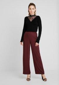 Vero Moda - VMAUTUMN AMAZE WIDE PANT - Pantalon classique - port royale - 1