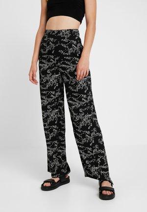 VMAUTUMN AMAZE WIDE PANT - Trousers - black