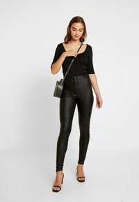 Vero Moda - VMJOY COATED - Stoffhose - black - 2