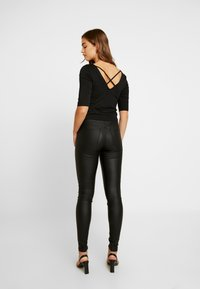 Vero Moda - VMJOY COATED - Stoffhose - black - 3