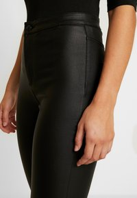 Vero Moda - VMJOY COATED - Stoffhose - black - 4