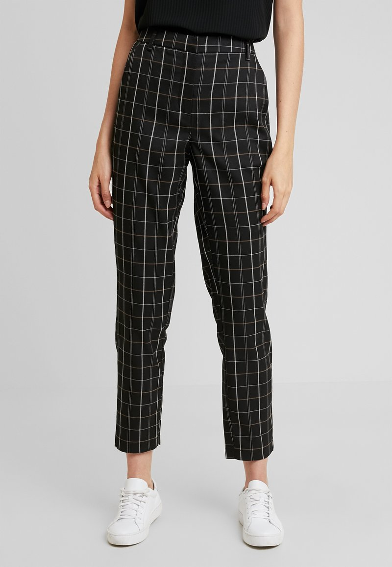 Vero Moda - VMCARNIE SELMA ANCLE PANT - Kalhoty - black