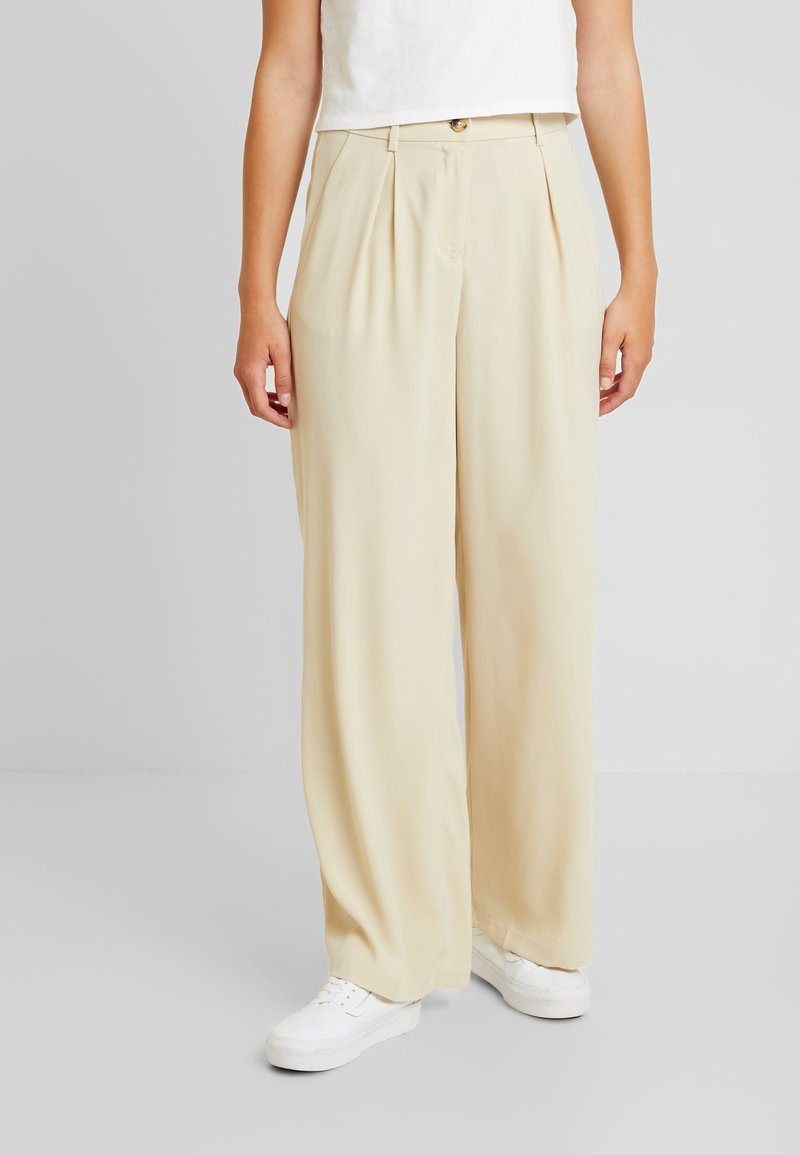Vero Moda - VMCOCO WIDE PANT - Kalhoty - oyster gray