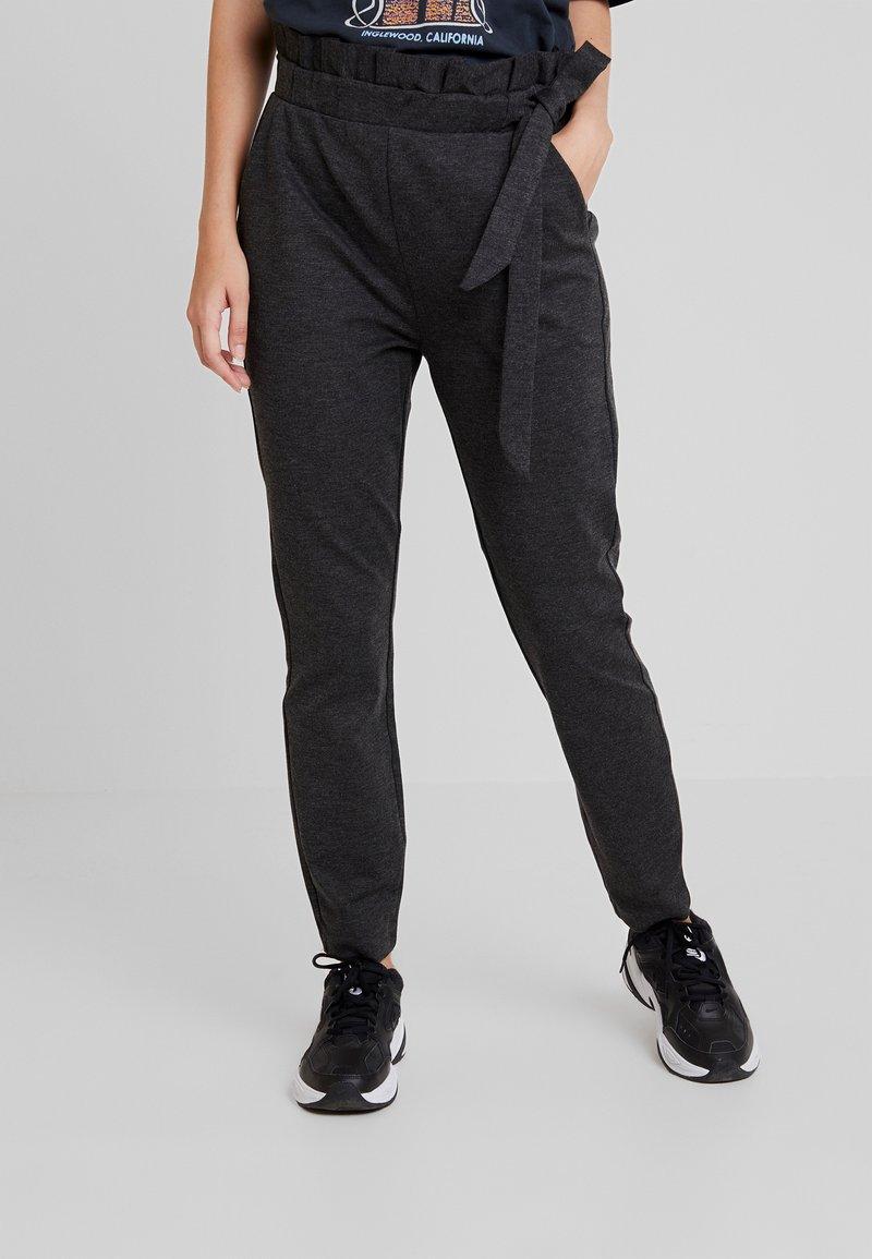 Vero Moda - VMEVA LOOSE SIDE PAPERBAG PANT - Pantaloni - dark grey melange