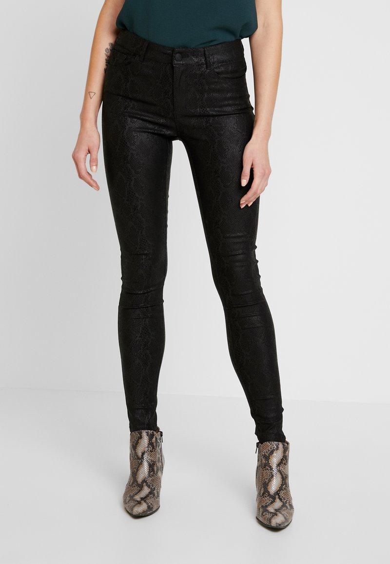 Vero Moda - VMSEVEN SMOOTH PANT - Pantalones - black